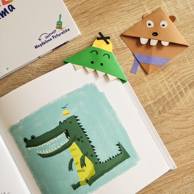 Zakładka do książki dla dzieci, w książce Gdzie się podziała podusia. Przyczepione na stronie z krokodylem.