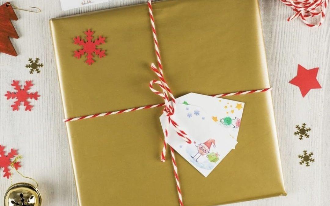 Prezent dla dzieci na święta - zapakowane z winietkami