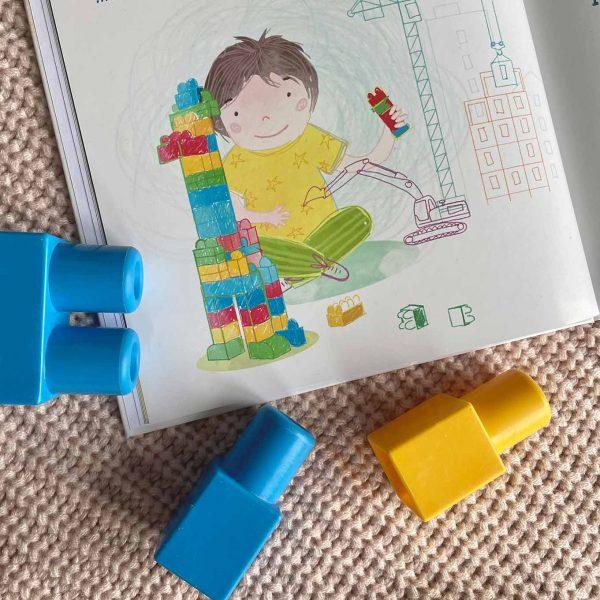 bajka dla dzieci jesteś dla mnie wyjątkowy - dziecko buduje z klocków lego